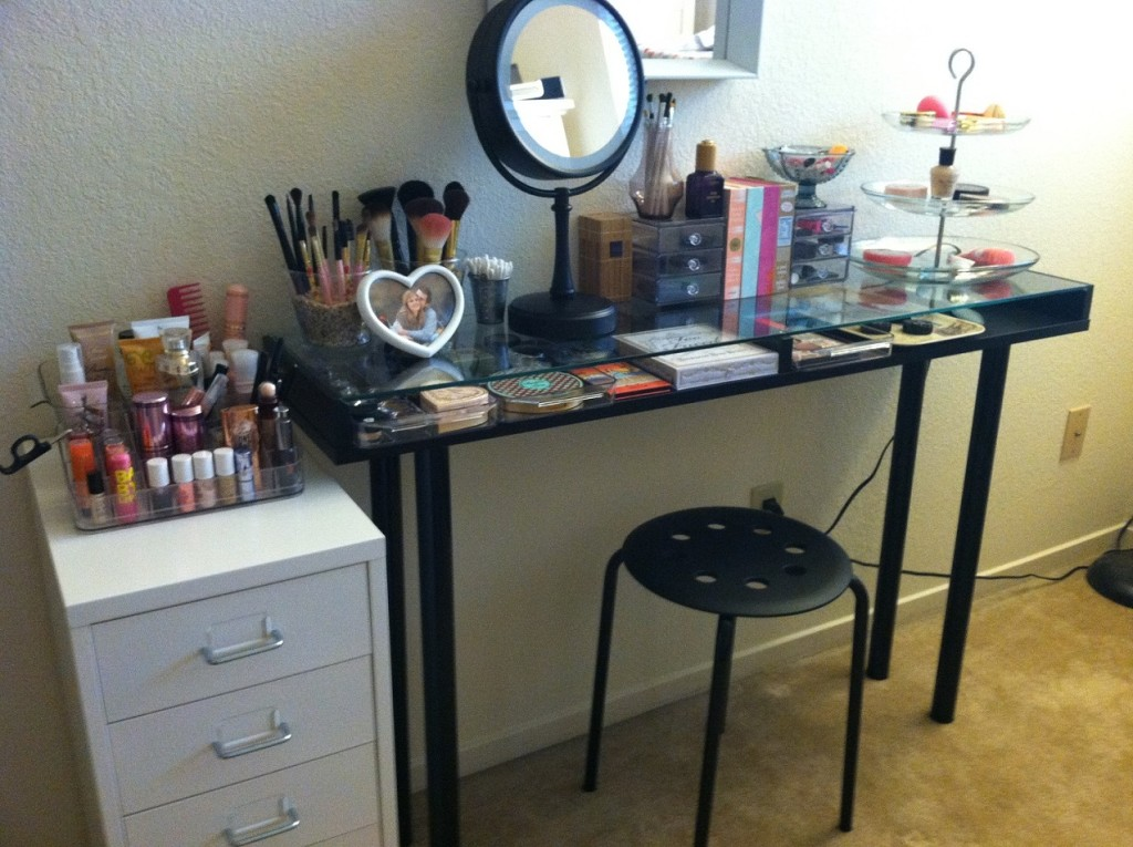 Stylish-Storage-Solutions-for-Your-Beauty-Tools-Picture